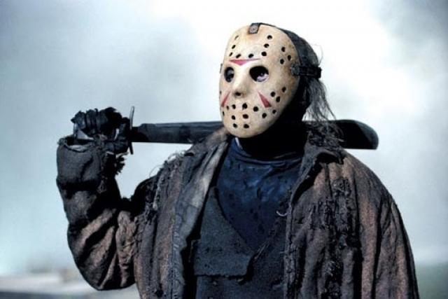 """""""Пятница, 13"""" . До конца фильма зрители в напряжении ждут того момента, когда откроется, кого же скрывает страшная хоккейная маска…"""