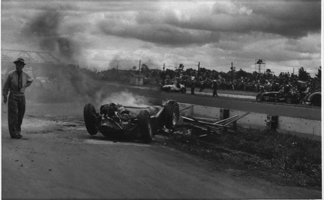Он погиб по время 57-го круга на гонке Инди-500 в 1955 году. Когда столкнулись 4 машины, его автомобиль взлетел в воздух, приземлился вверх тормашками и загорелся. Смерть гонщика была мгновенной.