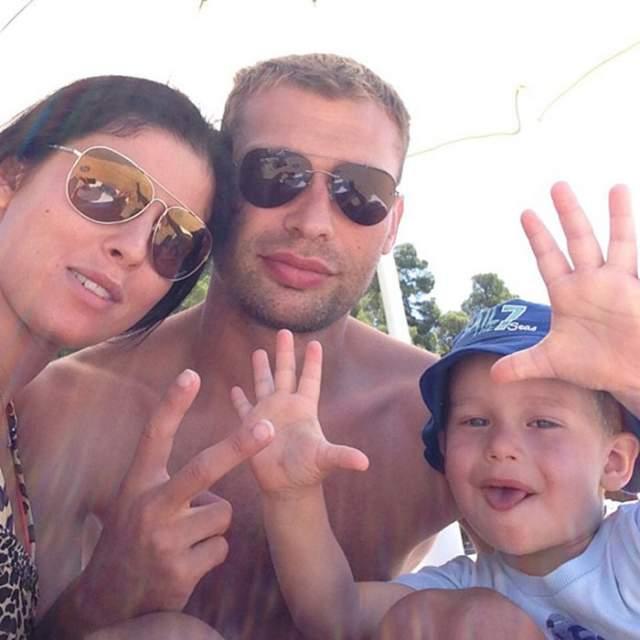 На пером месте в жизни футболиста всегда стояла его семья- жена и дети. Им он уделяет все свободное время.