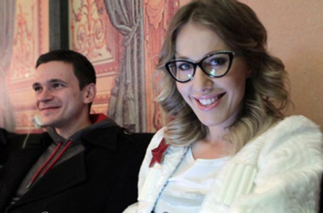 Драка с папарацци. В марте 2013 года Собчак в компании оппозиционера Ильи Яшина устроила драку в ресторане.