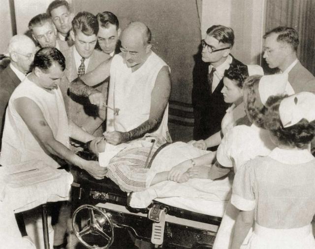 В пределах США Фримэн провел более 3500 лоботомий (частичных удалений мозга).