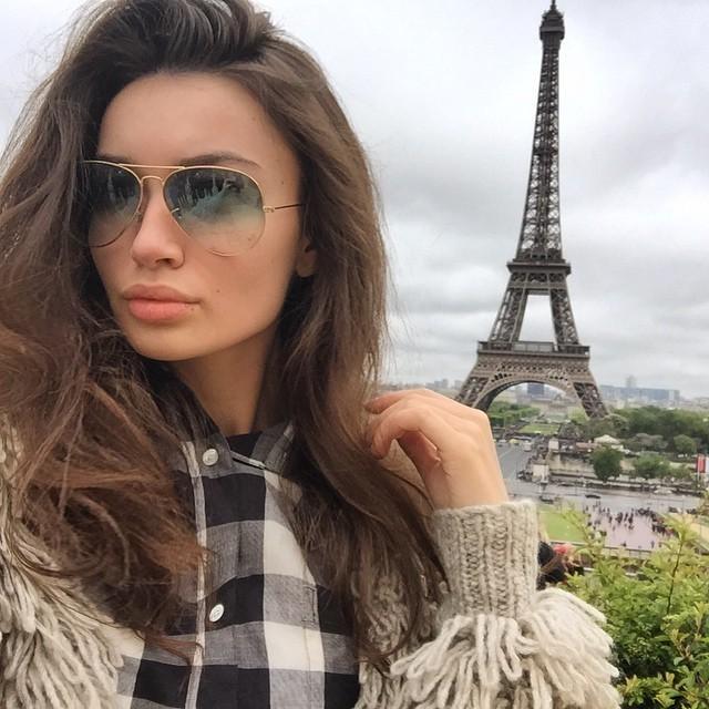 За красивой жизнью девушки наблюдает более 560 000 подписчиков в Инстаграме.