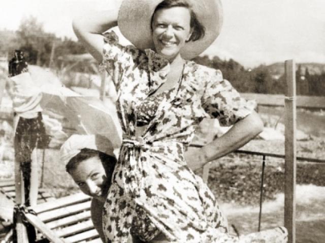 Татьяна Пельтцер. Актриса завоевала популярность среди массового зрителя, когда ей было уже 49 лет. Любопытно, что у исполнительницы ролей пожилых мам, бабушек и тетушек своих детей никогда не было.