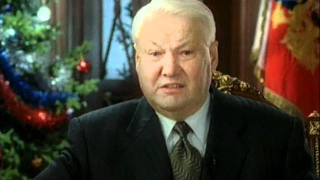 """Сатирику тогда сказали, что Ельцин """"сейчас работает с документами! И будет работать с ними всю неделю запоем!""""."""
