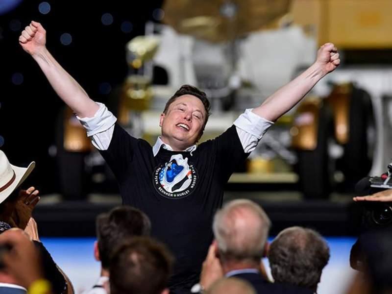 Маск припомнил Рогозину слова про батут после успешного запуска Crew Dragon к МКС