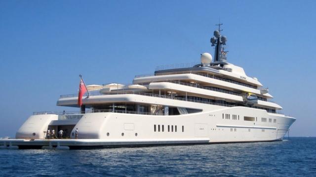 Но подобная сумма вряд ли обременила Абрамовича ,который среди прочего является владельцем самой дорогой яхты в мире, стоимость которой составляет $450 миллионов.