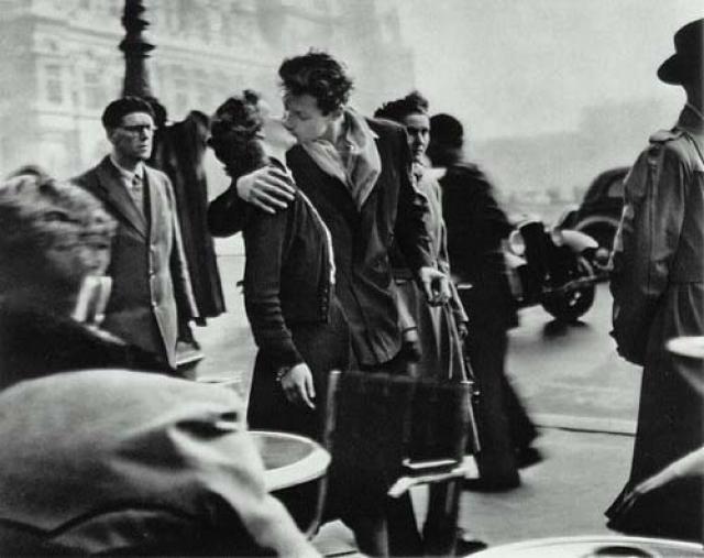 А этот поцелуй стал первой подобного рода фотографией, которую узнавали по всей Америке.