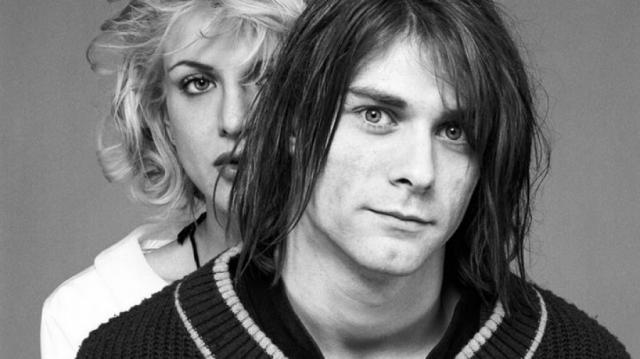 Кортни Лав. С лидером Nirvana певица и актриса познакомилась в 1990 году на концерте в портлендском клубе, где оба выступали со своими группами. Кортни еще за год до этого обратила на Кобейна внимание, однако Курт уклонялся от близости.