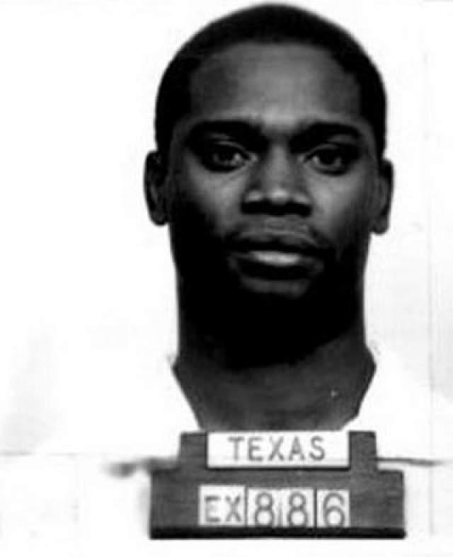 Брайан Робертсон Дата преступления: 30 августа 1986 года Дата казни: 9 августа 2000 года Возраст: 36 лет Обвинение: во время ограбления дома забил до смерти его владельца, 79-летнего мужчину, позже сознался еще в одном убийстве.