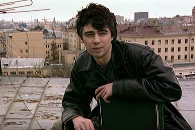 """После """"Взгляда"""" Бодров снялся во множестве фильмов: это и вторая часть """"Брата"""", и """"Quickie. Давай сделаем это по-быстрому"""", и """"Сестры"""", """"Стрингер"""", """"Восток-Запад"""" и так далее. А в сентябре 2002 года во время съемок фильма """"Связной"""" в Кармадонском ущелье, где находилась съемочная группа, случился обвал. 106 человек до сих пор считаются пропавшими без вести."""