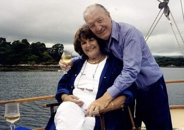 """Информация в прессе появилась лишь после того, как пара рассталась, и написала об этом сама Кин. Она назвала Хоги """"чертовски сексуальным"""", но сказала, что никогда не стала бы его женой. Консервативные ирландцы спокойно отнеслись к похождениям бывшего премьера."""