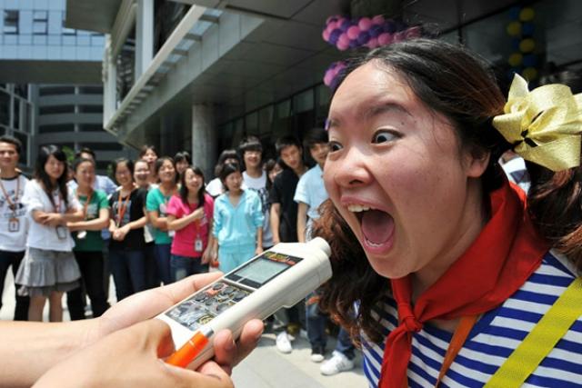 Состязание крикунов. Конкурс традиционно проводится в Японии. В состязании учитывается не только сила крика в децибелах, но и его содержание.