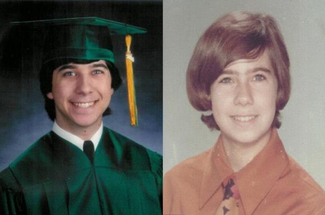 Сын (слева) и его мать в возрасте 16 лет даже демонстрируют сходство вкусов в отношении своих стрижек.