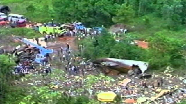 В результате 176 человек из 187 находившихся на борту погибли. Расследование показало, что причиной крушения послужила ошибка пилотов при заходе на посадку.