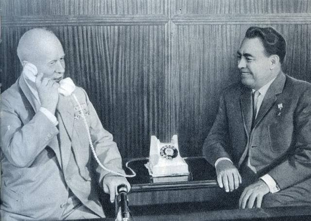 В продвижении Брежнева по карьерной лестнице большие заслуги принадлежат Никите Хрущеву. В конце 1930-х годов Леонид Ильич быстро поднялся по службе в партийных органах Днепропетровской области.