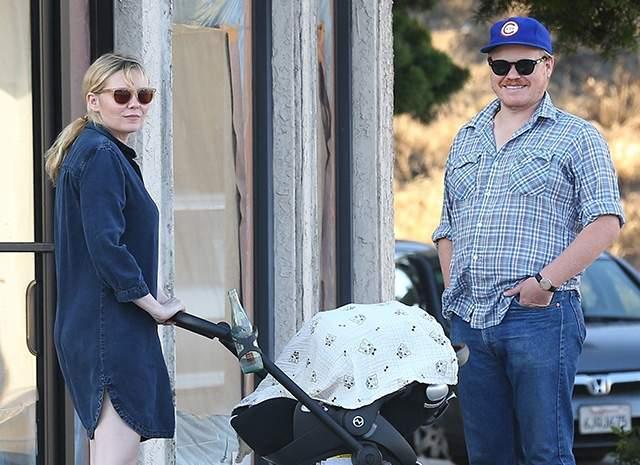 """Кирстен Данст, май. Звезда """"Интервью с вампиром"""" родила сына, которого они с мужем Джесси Племонсом назвали Эннисом Говардом."""