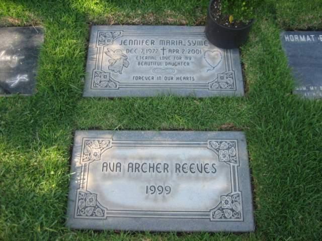 """Через некоторое время, в 1998 году, он встретил Дженнифер Сайм, и они любили друг друга. """"В 1999 году Дженнифер носила нашу дочь. Но через восемь месяцев беременности девочка родилась мертвой""""."""