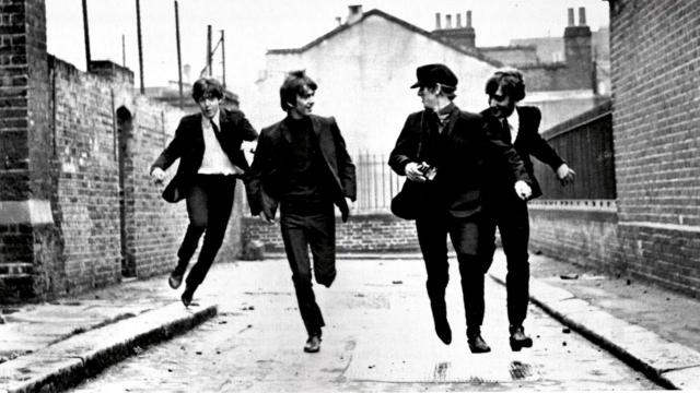 """The Beatles выпустили три комедии: """"Вечер трудного дня"""" (Hard Day's Night), """"На помощь!"""" (Help!) и """"Волшебное таинственное путешествие"""" (Magical Mystery Tour). Ко всем трем картинам самостоятельными альбомами выпущены саундтреки."""