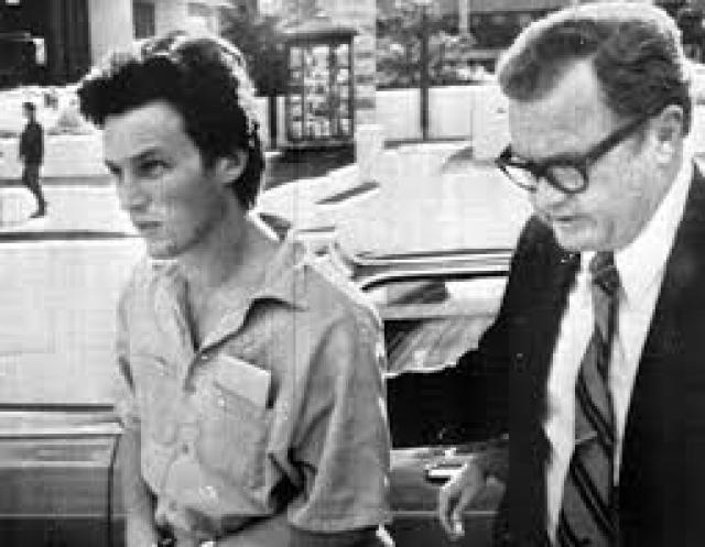 Причина, которая заставила его шпионить против родного государства - протест против войны США с Вьетнамом.