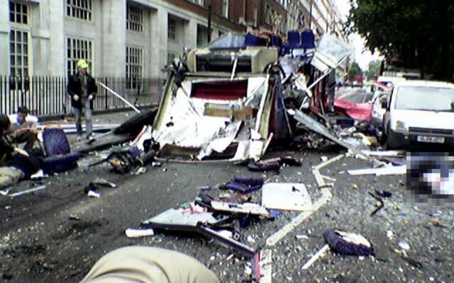 Автобус номер 30 разорвало перед зданием Британской ассоциации медиков, где в тот момент проходила конференция.