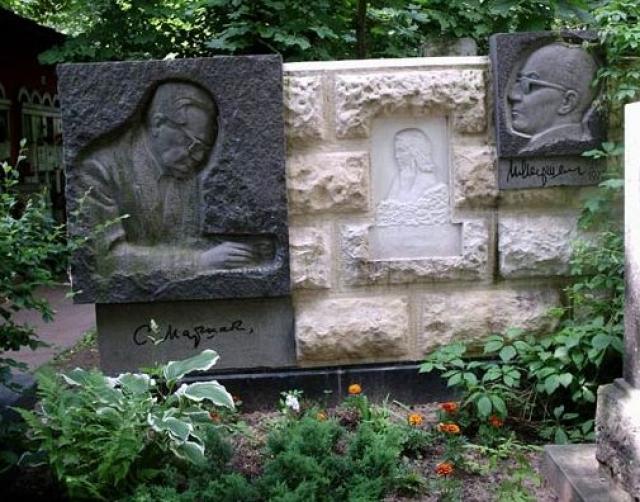 Самуил Яковлевич Маршак скончался 4 июля 1964 года в Москве. Похоронен на Новодевичьем кладбище (участок № 2).