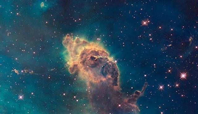 """Туманность Замочной Скважины, неофициально названная """"Пальцем Бога""""."""