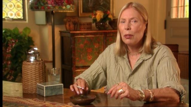 В 2002 году, давая интервью журналу Rolling Stone, певица обрушилась на современный музыкальный бизнес, обозвав его клоакой, и объявила о том, что отныне намерена полностью посвятить себя изобразительному искусству.
