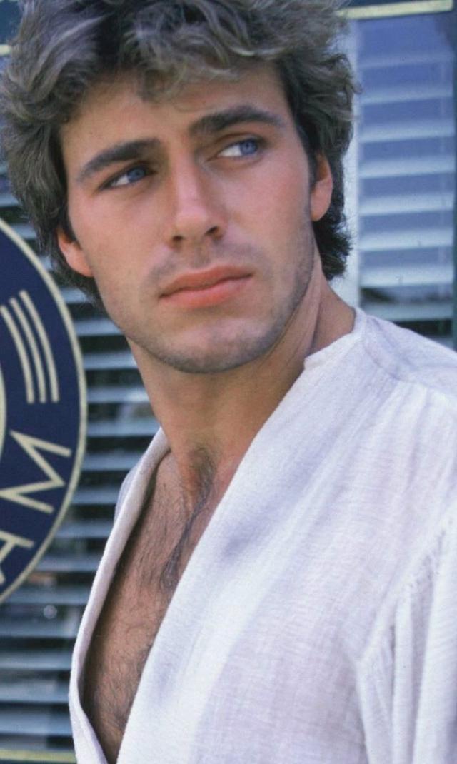 Джон-Эрик Хексам. Джон-Эрик был известным актером, востребованной моделью и мечтой многих женщин.