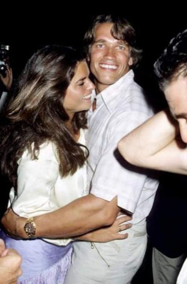 С августа 1977 года «железный Арни» начал встречаться с тележурналистский Марией Шрайвер, племянницей президента Джона Ф. Кеннеди На фото: 1978 год