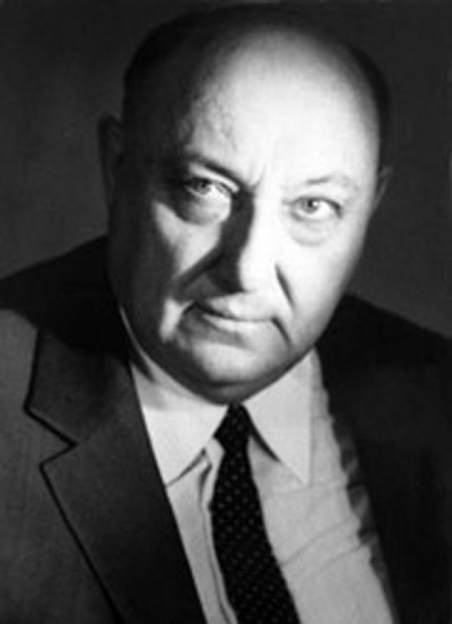 Последние два года он тяжело болел и жил в Доме ветеранов сцены имени А. А. Яблочкиной.Умер 2 марта 1989 года.