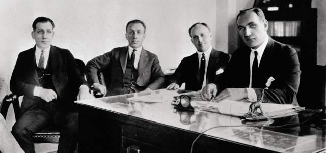 Сами Вороновы были выходцами из Беларуси. Metro Goldwyn Mayer основали Луис Барт Майер (Лазарь Меир из Минска) и Сэмюель Голдвин (Шмуэль Голдфиш) из Варшавы.