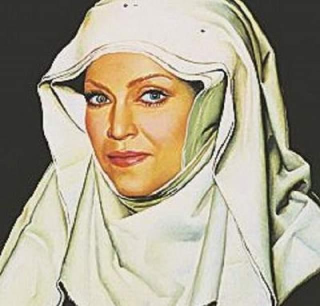 Художник Никас Сафронов написал звезду в образе монахини. Портрет выкупили друзья певицы и сделали ей оригинальный подарок.