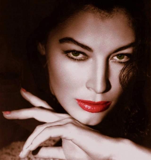"""Ава Гарднер, 1922-1990. Одна из ярчайших звёзд 50-х и 60-х годов прошлого века вошла в список величайших кинозвезд в истории Голливуда. Обладательницу """"лица ангела и тела богини"""" часто называют одной из самых красивых актрис прошлого столетия."""