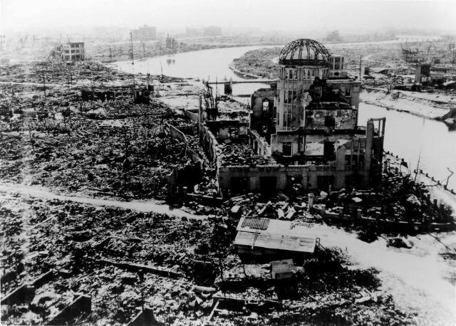 Сначала было заявлено о 10 тысяч погибших, затем число жертв достигло 100 тысяч.