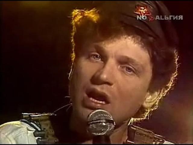 """Сергей Минаев. Сам Минаев называет себя """"первым поющим советским диск-жокеем"""", и действительно, его творческие порывы охарактеризовать каким-то общепринятым жанром невозможно."""
