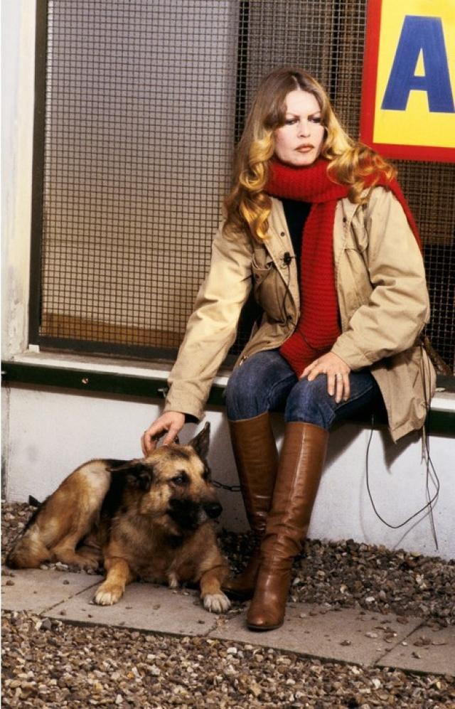 После завершения кинокарьеры, причем всего лишь в 40 лет, полностью посвятила себя борьбе за права животных.