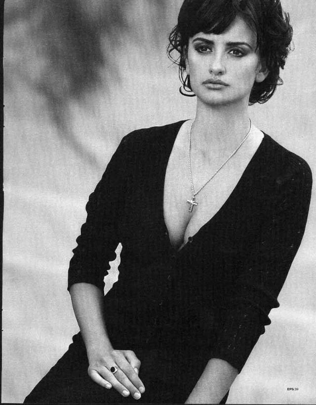 Но ее еще с детства не покидала любовь к кино, а именно к фильмам испанского режиссера Педро Альмодовара.