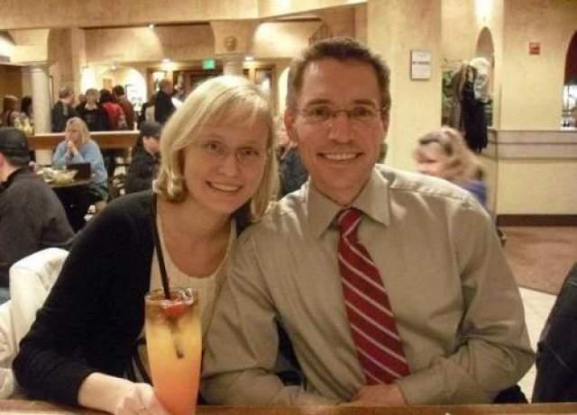 31-летний мужчина был мужчина был отчислен из колледжа, не имел никаких достижений в математике, и вообще вел овощной образ жизни, пока его голова не повстречалась с кулаком. На фото: Пэдджетт с женой