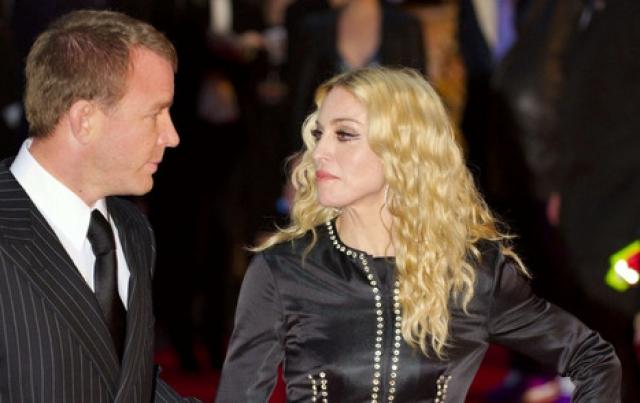 Как рассказал представитель певицы в интервью Associated Press, по итогам развода Ричи получил около 92 миллионов долларов.