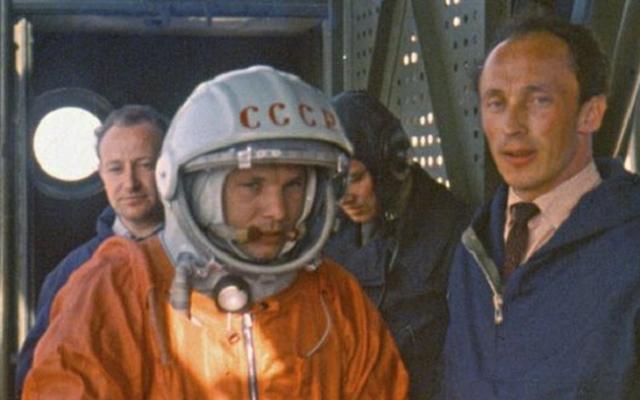 Опасность таилась также и в том, что, несмотря на многие проверки и дни подготовки, оставался риск нервно-психического срыва у космонавта.