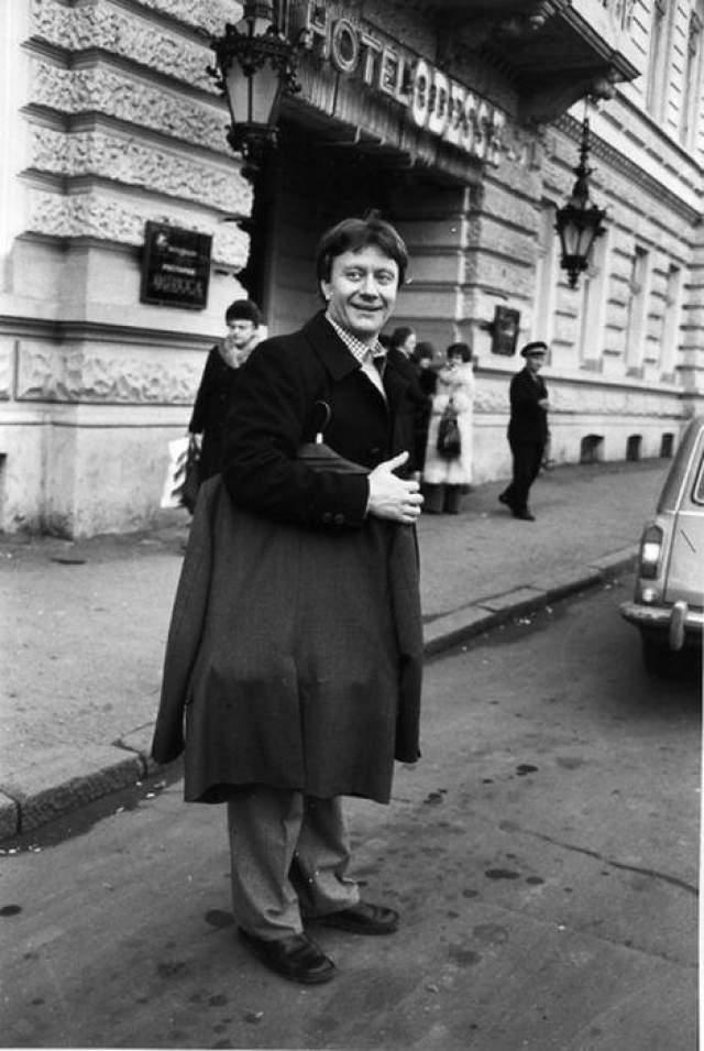 Андрей Миронов на гастролях в Одессе. Автор Арутюнов Виталий, 1980 год