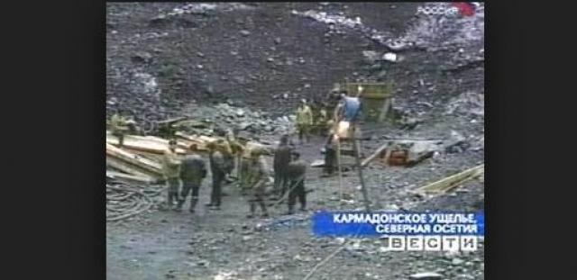 """Добровольцы продолжали поиски до 2004 года. Прямо на леднике они разбили лагерь под названием """"Надежда"""", ежедневно занимаясь поисками."""
