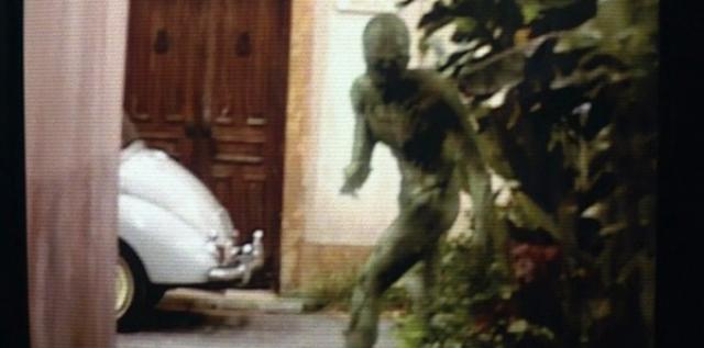 """""""Знаки"""" . Самая страшная сцена – появление на экране хищного инопланетянина."""