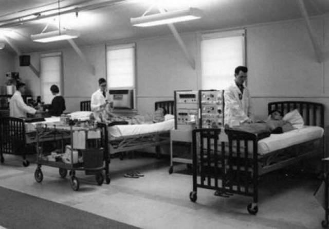 Однако участниками экспериментов оказались люди абсолютно не подозревающие того - те, кто обратился за помощью в Аллан Мемориал Институт с незначительными проблемами, такими как неврозы тревоги или послеродовая депрессия.