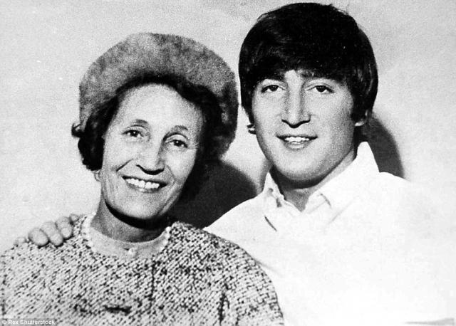 """Также, когда Мими выбрасывала в мусорную корзину очередную порцию """"бредовых"""" рисунков мальчугана, Леннон с укором говорил ей, что она выбрасывает миллионы долларов, которые эти художества могут принести в будущем. Кстати, именно она воспитывала Джона, хотя его мать была жива ."""