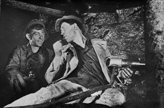 В ночь с 30 на 31 августа 1935 года за смену вместе с двумя крепильщиками добыл 102 тонны угля при норме на одного забойщика в 7 тонн, в 14 раз превысив эту норму и установив рекорд. Весь уголь был записан на забойщика, хотя он работал не в одиночку.