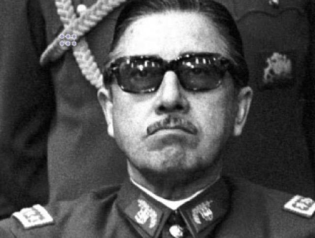 Августо Пиночет - чилийский генерал-диктатор.