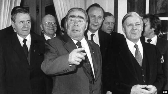 Врачи говорили об общем ослаблении организма, вызванном злоупотреблением успокаивающими и снотворными препаратами и вызвавшем провалы в памяти, утрату координации и расстройство речи. В 1979 году Брежнев во время заседания политбюро потерял сознание.