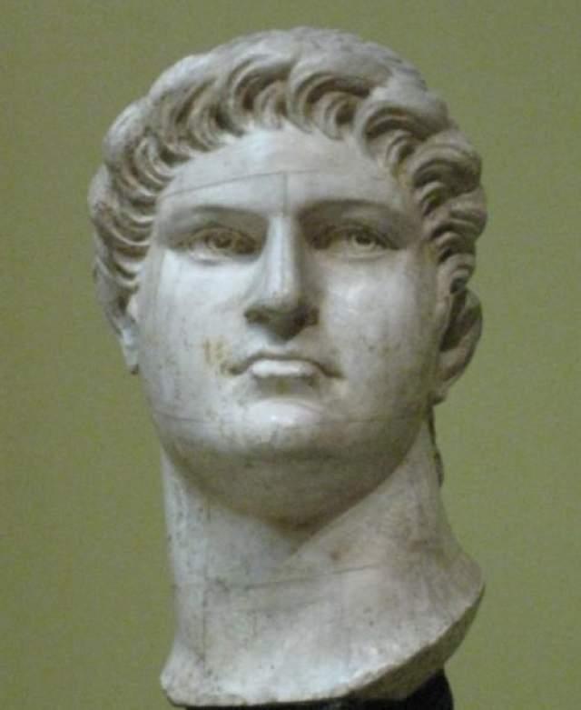 Нерон Среди римских императоров были убийцы, предатели, развратники, трусы. Но, пожалуй, даже столь неприглядной публике фигура императора Нерона - одна из худших. Недаром имя его стало нарицательным. Согласно источникам, жестокий, самовлюбленный, развратный император зверски убил свою мать, тетку, учителя, ближайших друзей и соратников.
