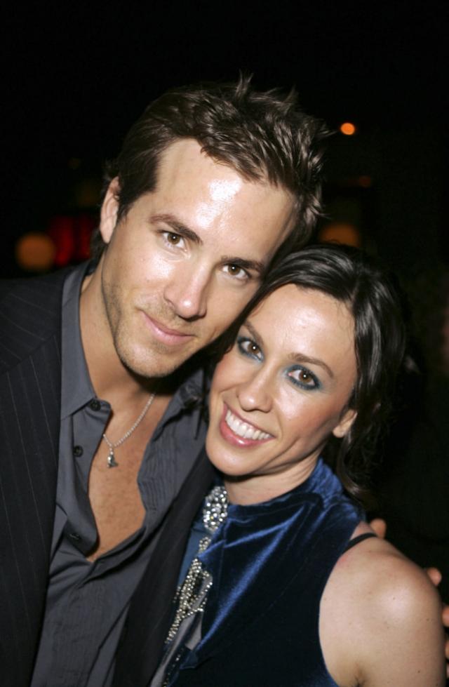 Райан Рейнольдс и Аланис Мориссетт. Звезды были помолвлены два года и расстались в 2007.